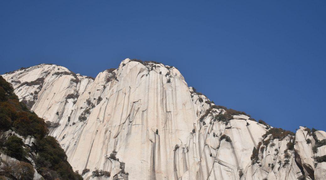 华山 花岗岩山体 1 1038x576 - 我在华山拍花岗岩